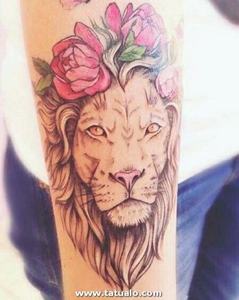 Tatuaje De Leon En El Brazo Para Mujer
