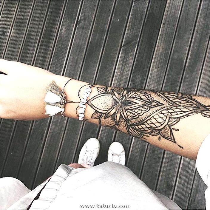 Tatuaje En El Brazo De La Flor De Loto
