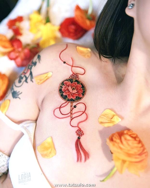Tatuaje Pecho Abanico Redondo Sion Logia Barcelona