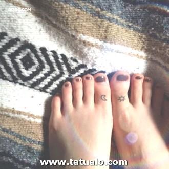 Tatuajes Para Mujeres En El Pie Fotos Solos Y Moon 300x300