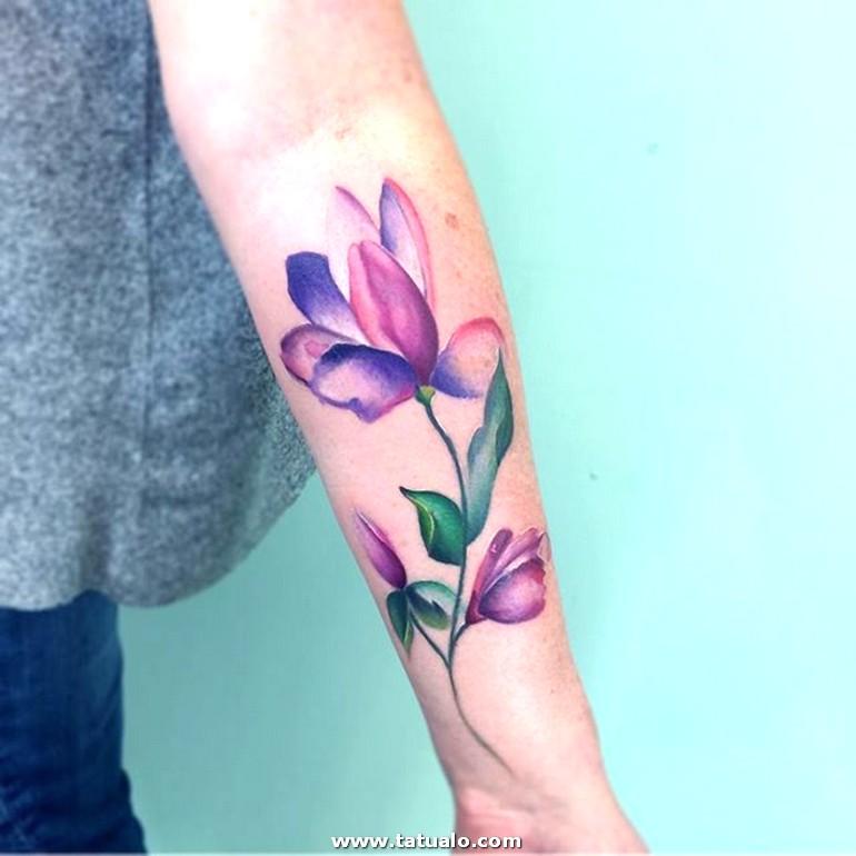 Adorable Tatuaje En Colores Tatuajes Antebrazo Mujer Con Flores Tatuajes Con Significado En El Antebrazo
