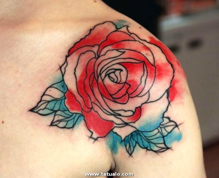 Bonitos Tatuajes Grande Flor En Rojo Con Las Hoja En Azul Ideas Tatuajes Para Mujeres Grande Tatuaje En El Hombro