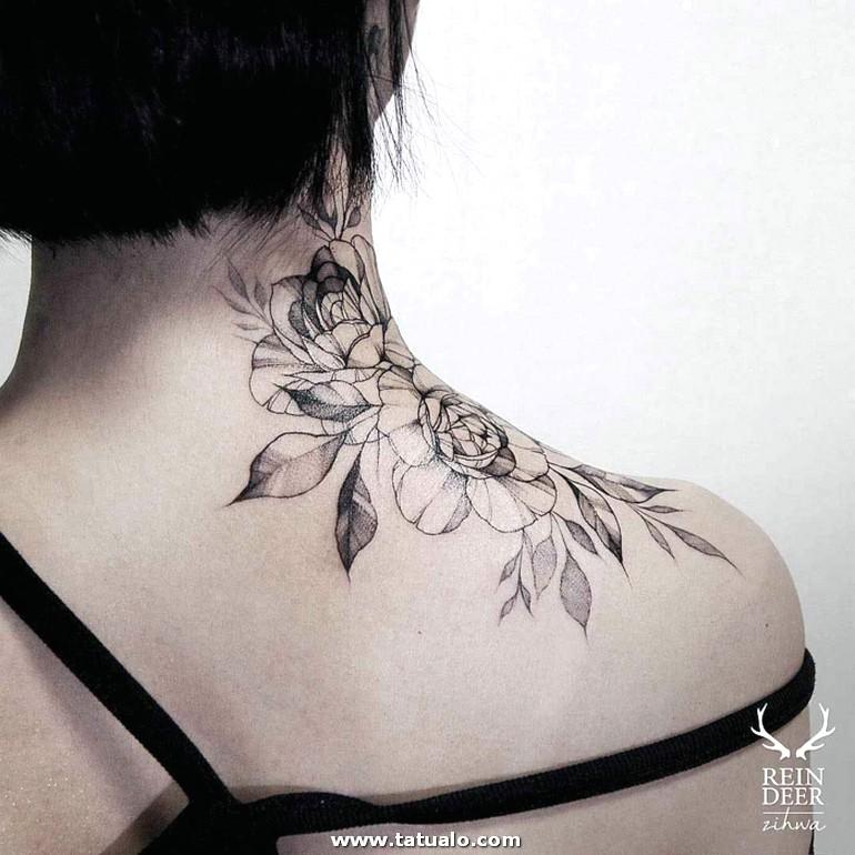 Boniuto Ejemplo Grande Tatuaje En La Espalda Y Parte Del Cuello Motivos Florales En Negro Ideas Tatuajes Detras De La Oreja E1525080517885
