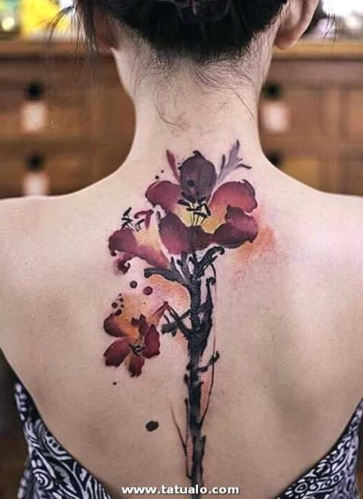 Ideas De Tatuajes En La Espalda Para Mujeres 18