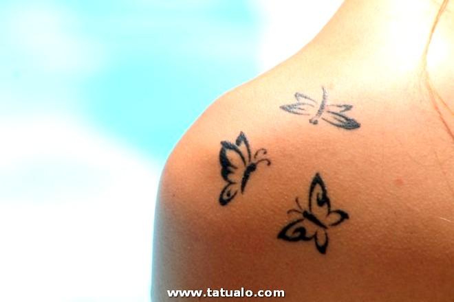 Los Mejores Tatuajes Pequenos Mujeres Mariposas Hombros 600x400