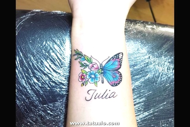Los Mejores Tatuajes Pequenos Mujeres Muneca Nombre Mariposa 600x400