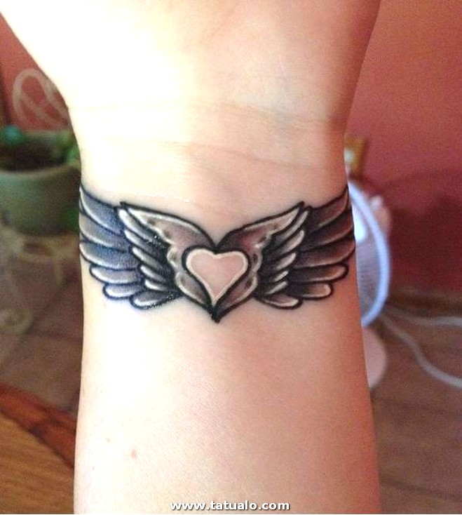 Lovely Wrist Tattoo With Wings