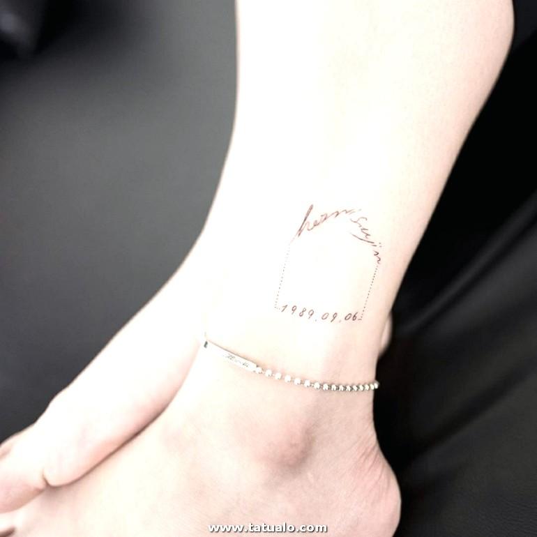 Mujer Tobillo Con Pulsera Tatuajes Simbolicos Tattoo Con Frase Y Fecha E1518795764444