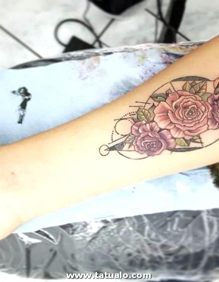 Rosa Tattoo Brazo Mujer Color 400x516