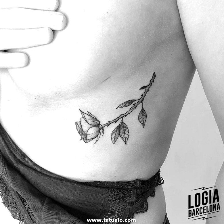 Tattoo Femenino Rosa Costillas Logia Barcelona