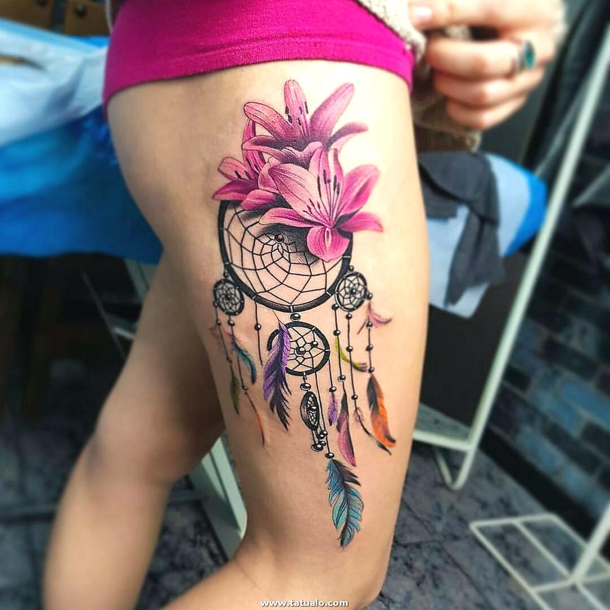 Tatuaje Atrapasuenos Flores Pierna