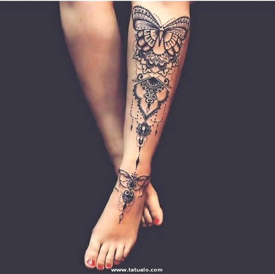 Tatuaje Combinado En La Pierna