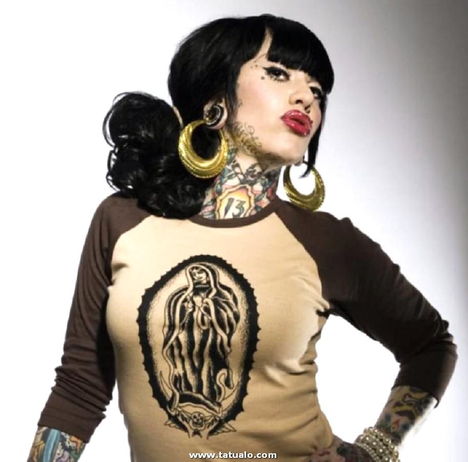Tatuaje Cuello Chica