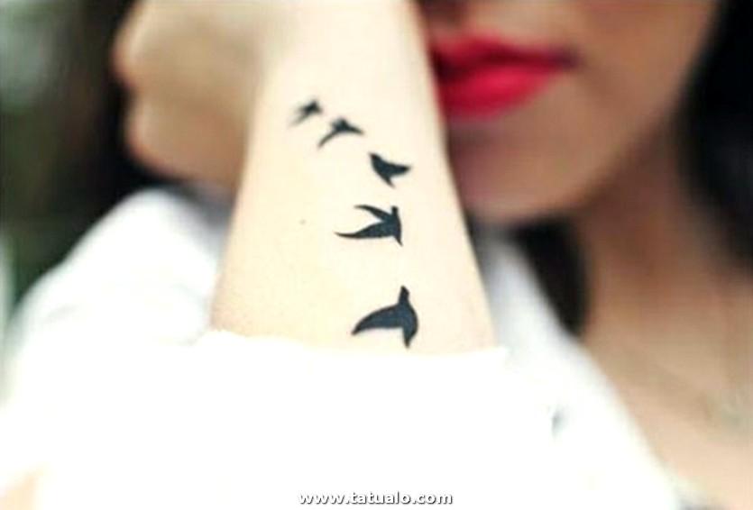 Tatuaje De Aves Volando