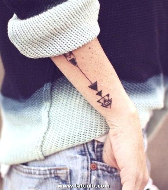 Tatuaje De Flecha En El Brazo Para Mujer 4d739aec6c16f2c6257e0e483e6d461694478957