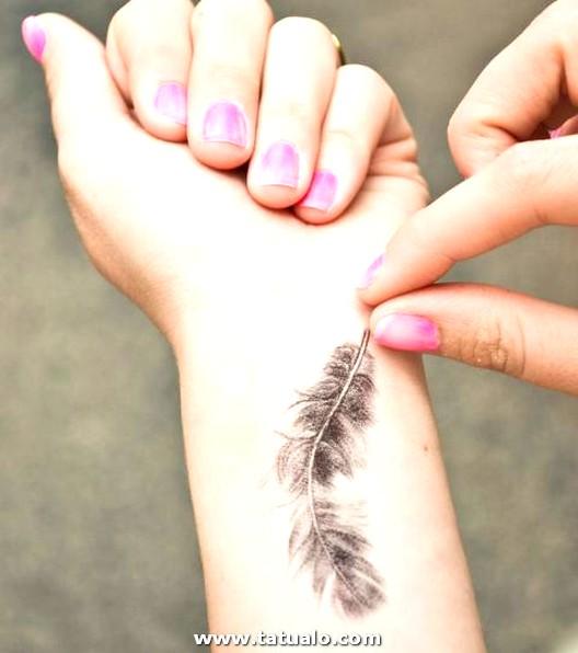 Tatuaje De Muneca Pluma Detallada 0f5251c79df3714067fffde7b68c6803cd5096a1