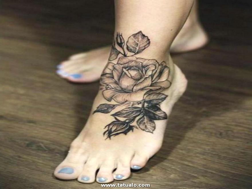 Tatuaje De Rosas Para Mujeres En El Pie