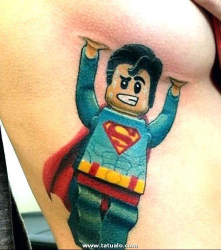 Tatuaje Debajo Del Pecho Para Mujeres Superman