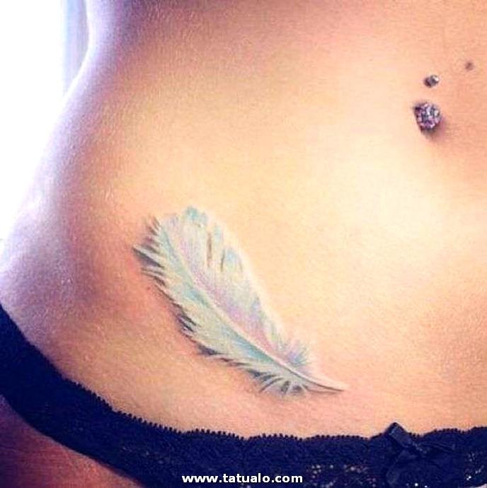 Tatuaje En Forma De Pluma Que Cubre Una Cicatriz