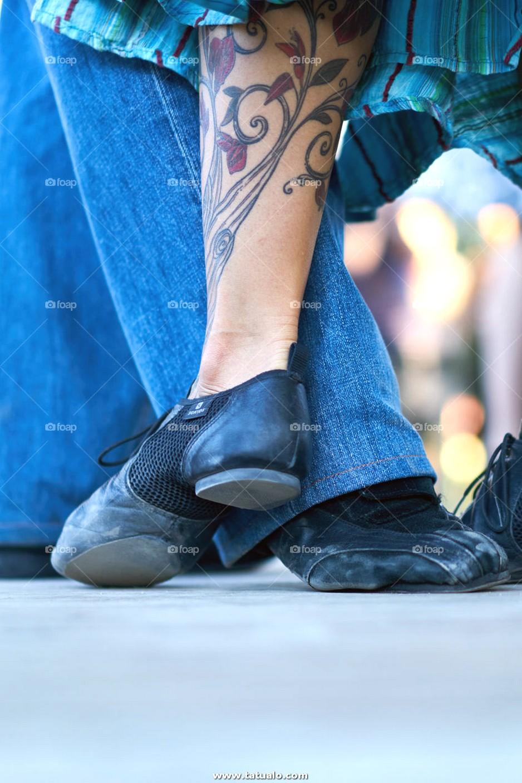 Tatuaje En La Pierna De Una Mujer Captado Mientras Bailaba Tangos