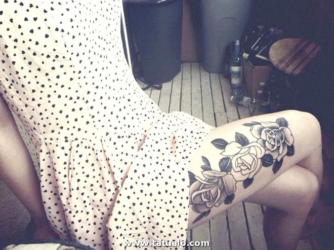 Tatuaje En La Pierna Rosa