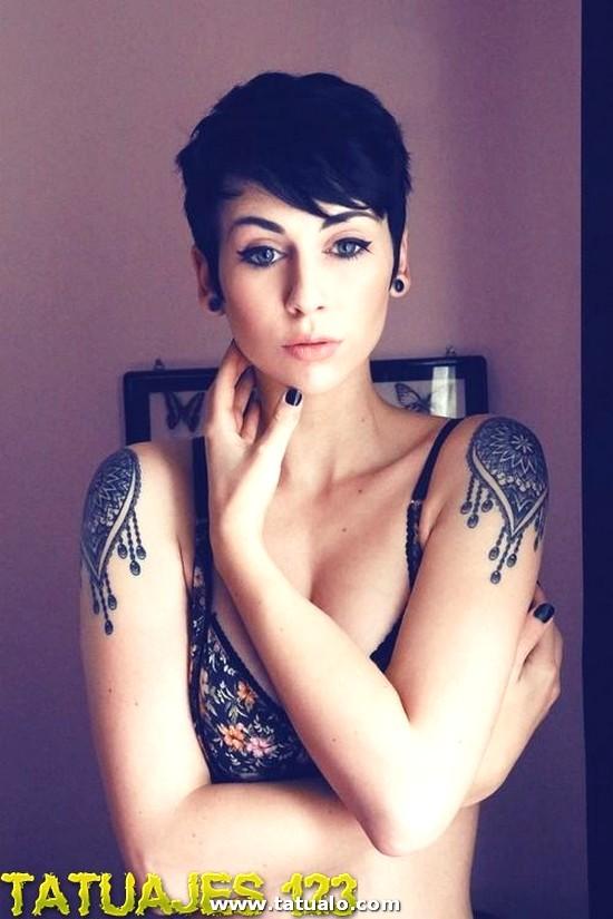 Tatuaje En Los Hombros