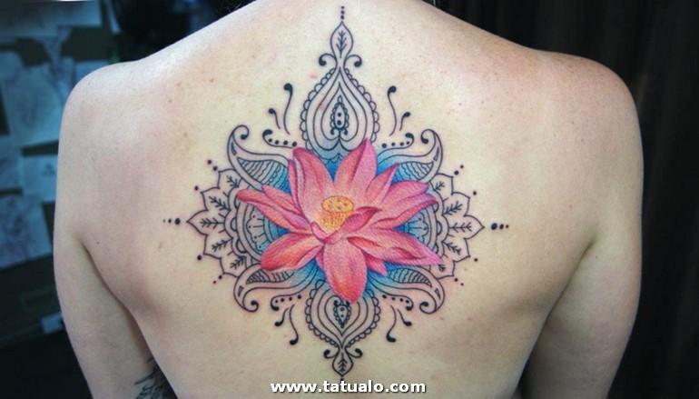 Tatuaje Espalda Tatuaje Mujer Motivos Orientales Flor De Loto Rosado Esplada