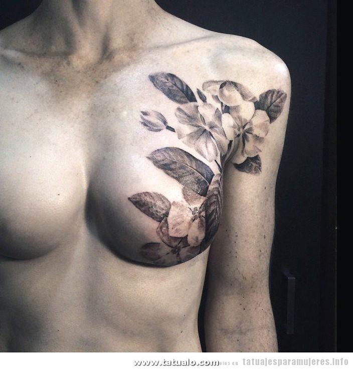 Tatuaje Flores Cancer Pecho 1