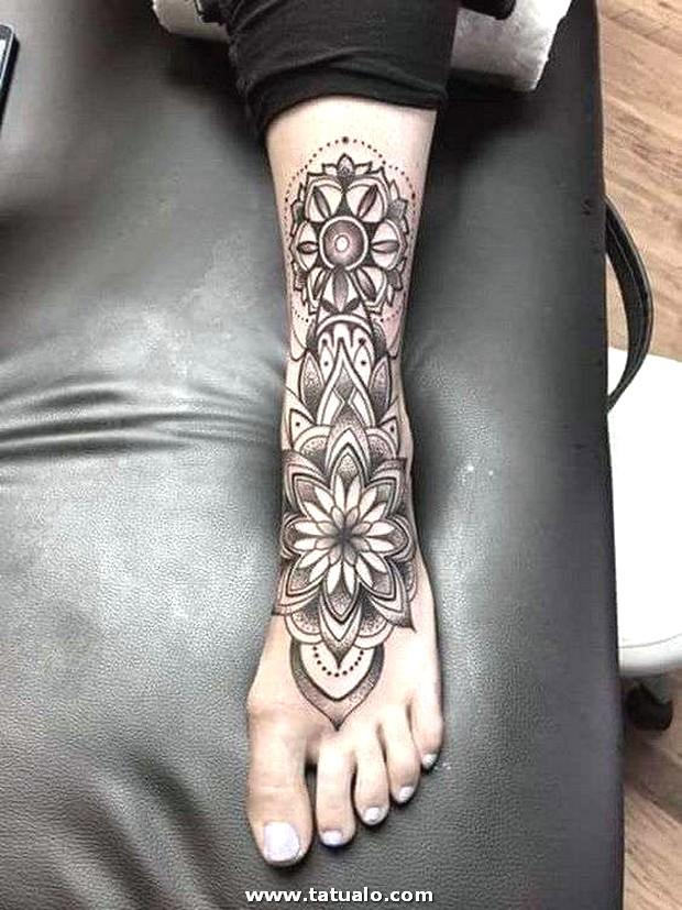 Tatuaje Grande En El Pie (1)