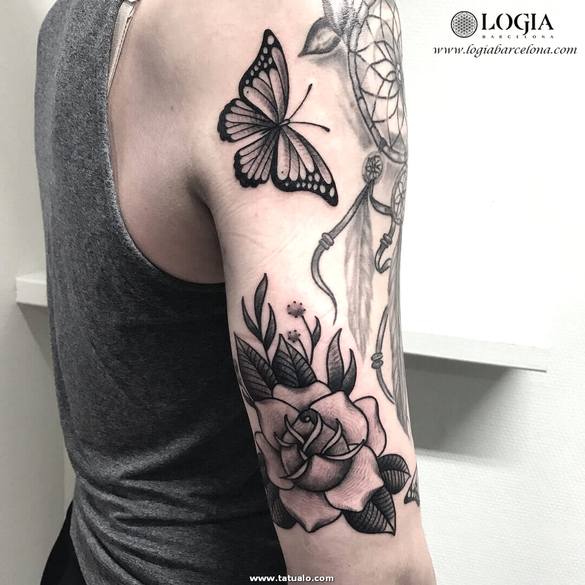 Tatuaje Rosa Mariposa Brazo Logia Barcelona Laia