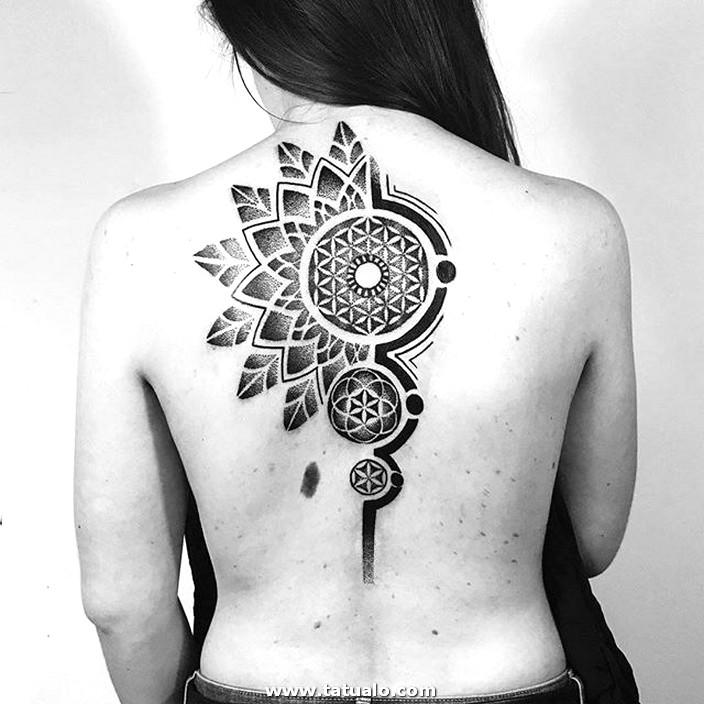 Tatuaje Tribal Espalda Mujer