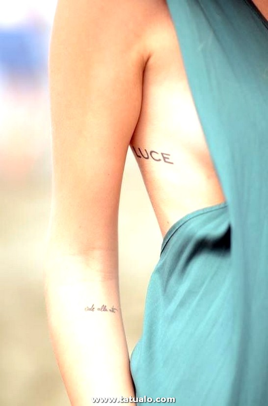 Tatuajes Costillas Mujeres 28