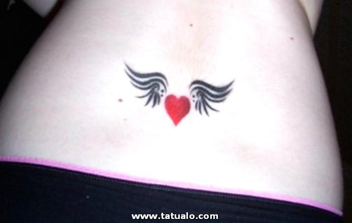 Tatuajes De Corazones En La Cintura2