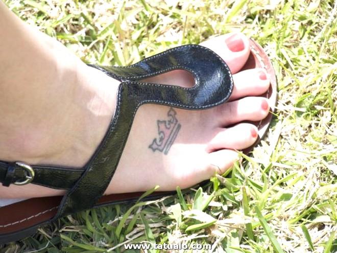 Tatuajes De Coronas Para Mujer En El Pie 600x450