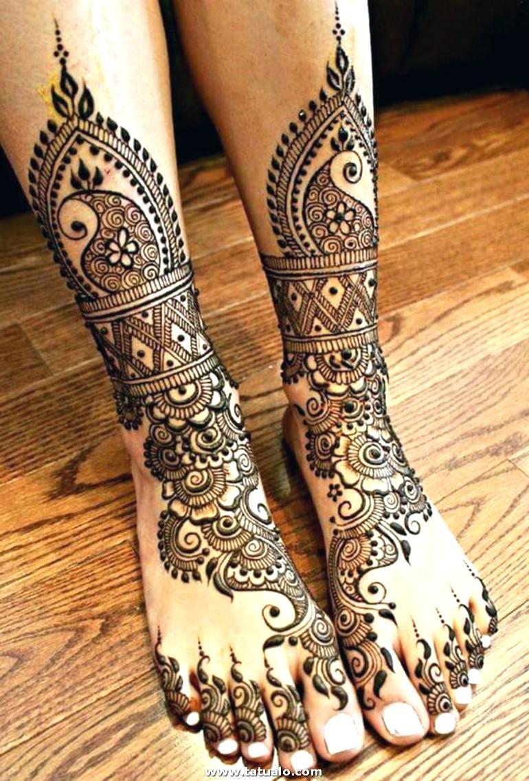 Tatuajes De Henna En Los Pies Dibujos De Flores.para Mujer