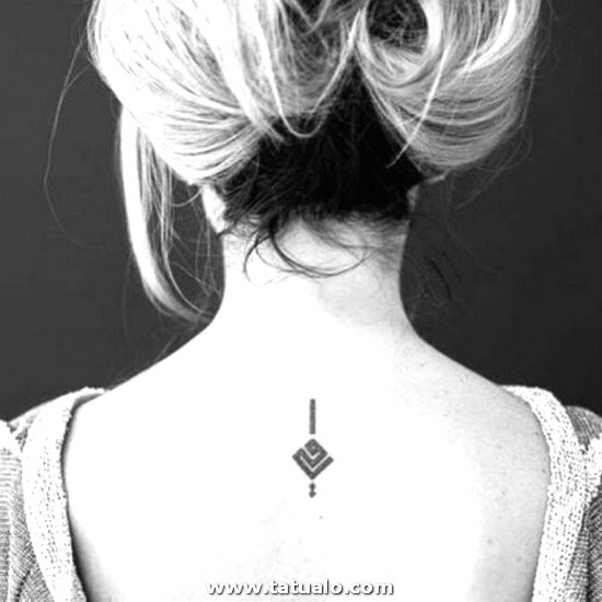 Tatuajes De Mujer Espalda Alta 500x500