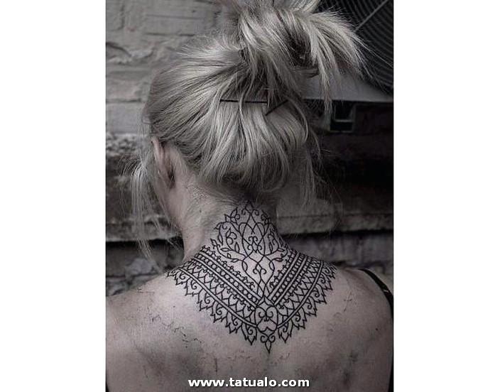 Tatuajes En El Cuello 04