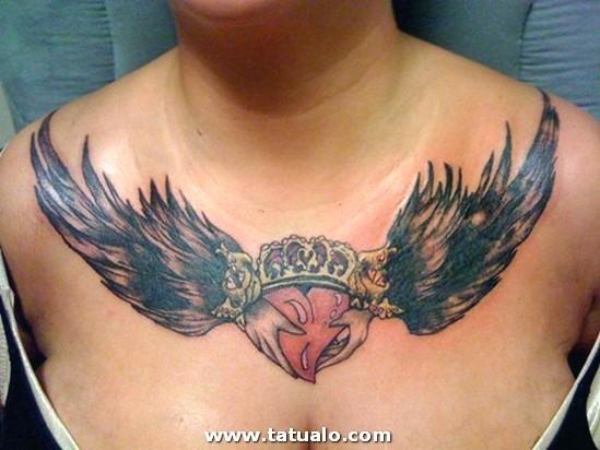 Tatuajes En El Pecho Pectoral Para Mujeres14
