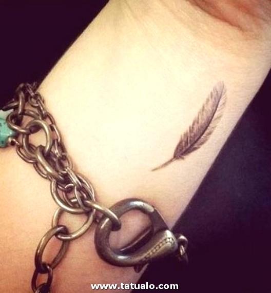 Tatuajes En La Muneca 2014 Plumas