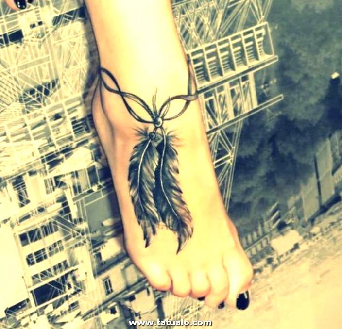 Tatuajes Para Mujeres De Plumas En El Pie