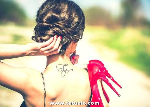 Tatuajes Tribales En La Espalda De Mujer 467x334