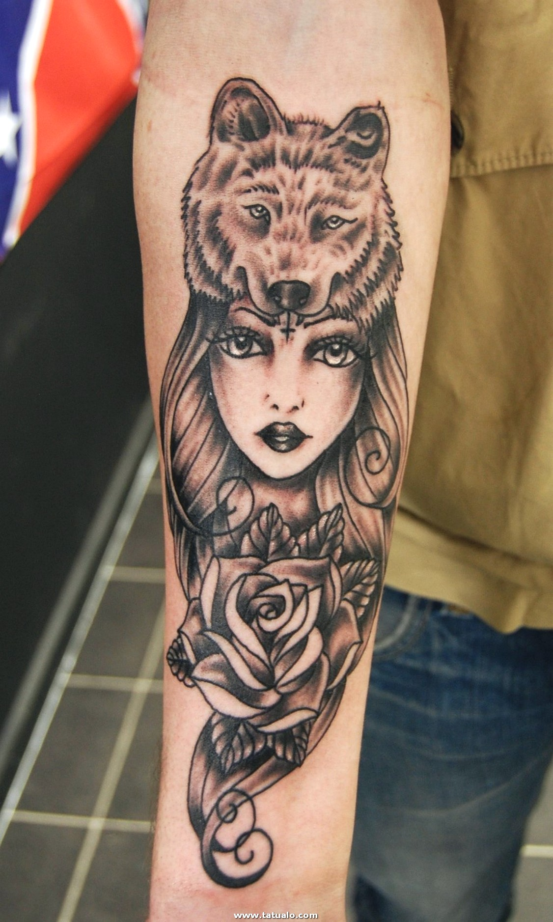 Wolf Tattoo Ideas For Women 1